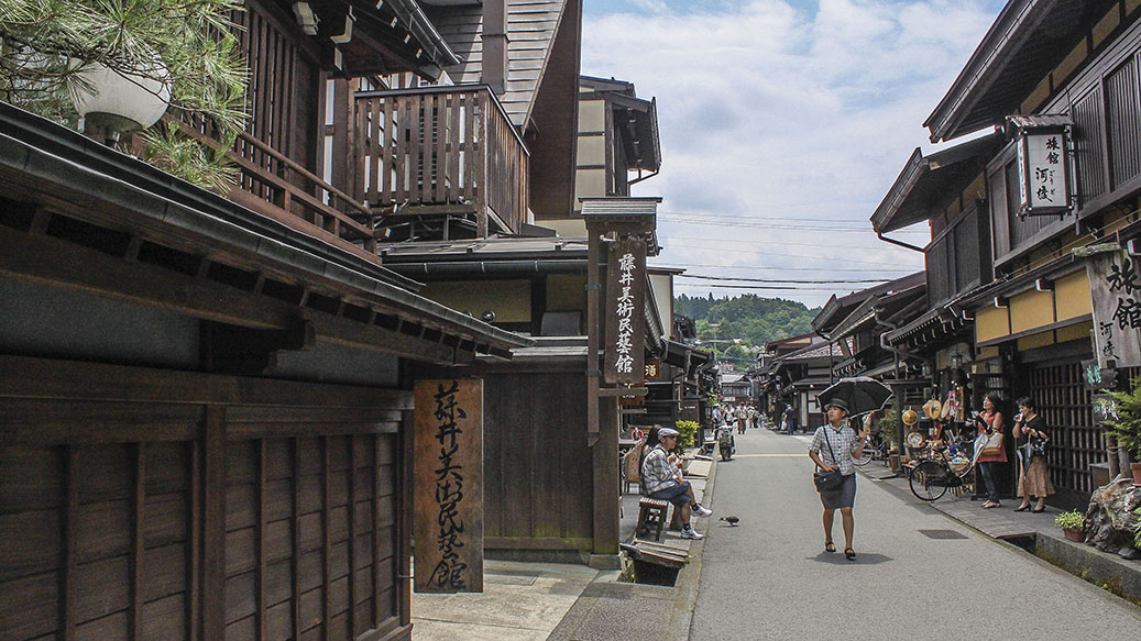in the morning we wandered the streets of takayama