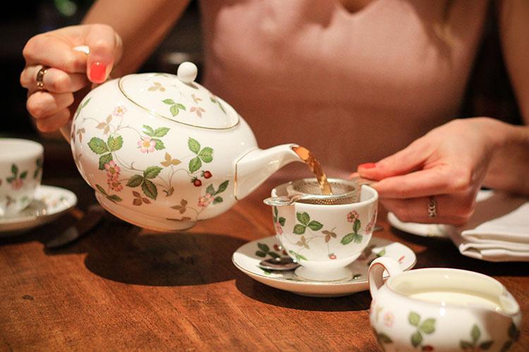 Ladies Tea Time: Afternoon Tea in London