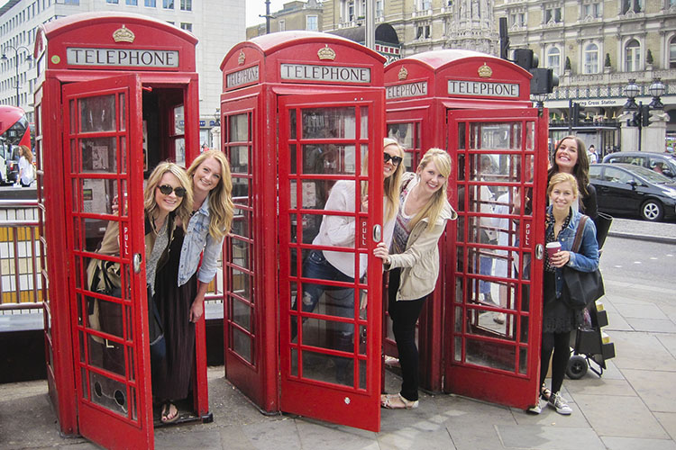 London Telephone Booths - England - Wanderlusters