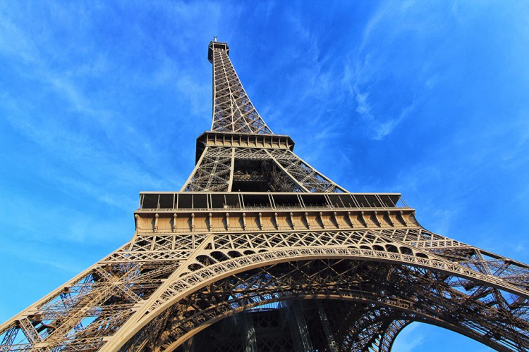 Wanderlusters - Paris Postcards - Eiffel Tower Bottom Up (950x633)