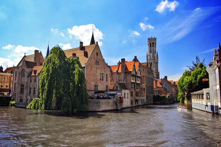 Bruges - Belgium - Wanderlusters (950x633)