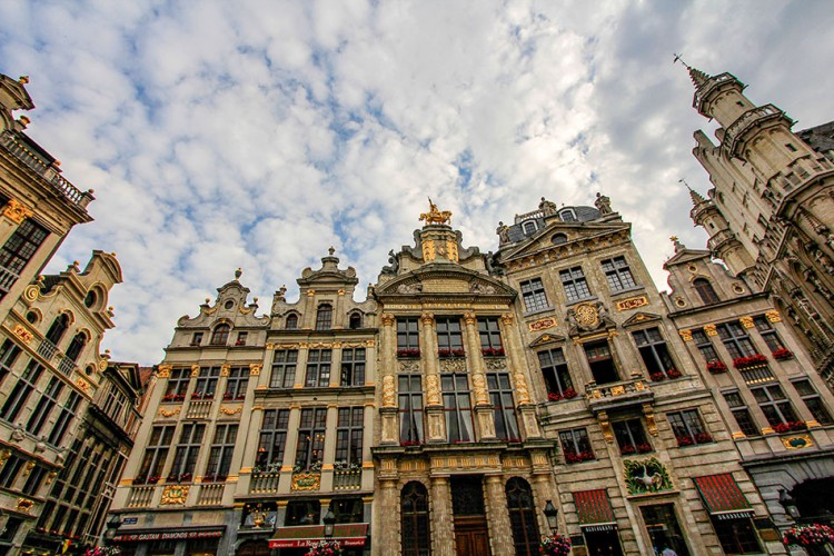 Brussels Grand Place Square - Belgium - Wanderlusters (950x633)