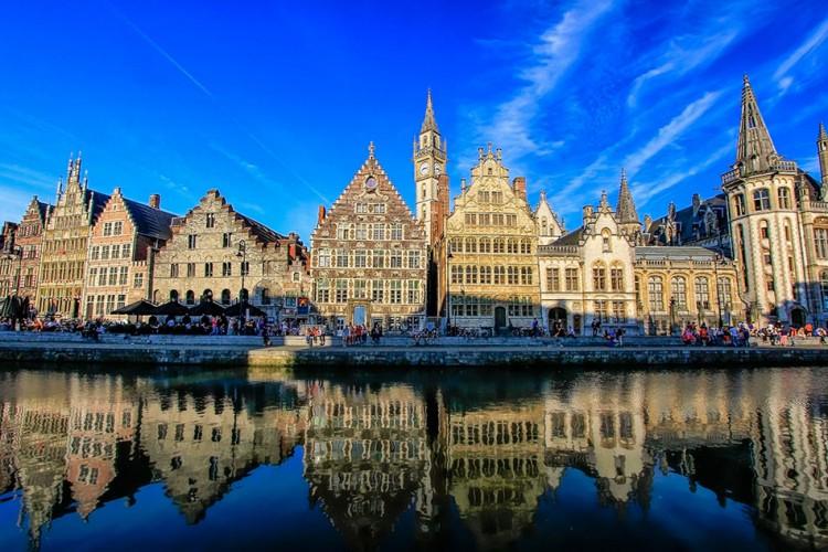 Ghent Canals - Belgium - Wanderlusters (950x633)