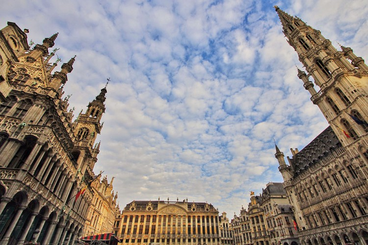 Grand Place - Brussels - Belgium - Wanderlusters (950x633)