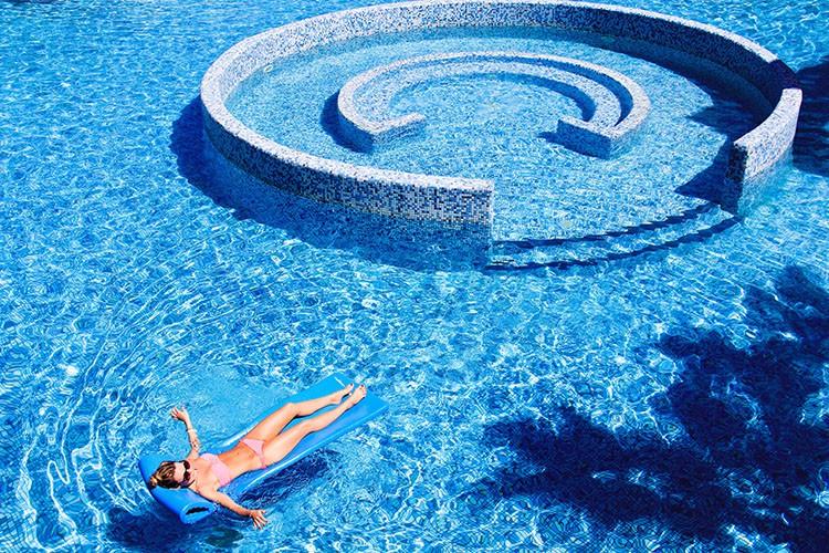 Cuba - Melia Las Americas Large Pool - Wanderlusters