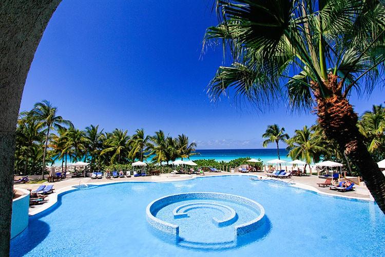 Cuba - Melia Las Americas Pool - Wanderlusters (750x500)