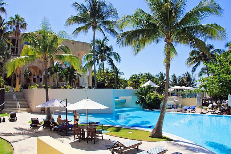 Cuba - Melia Las Americas Pool - Wanderlusters