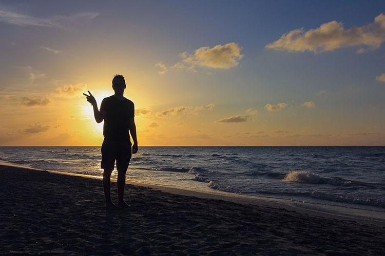 Cuba - Sunset Silhouette - Wanderlusters (750x500)