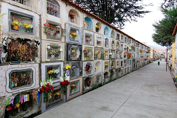 La Paz Cemetery - Bolivia - Wanderlusters