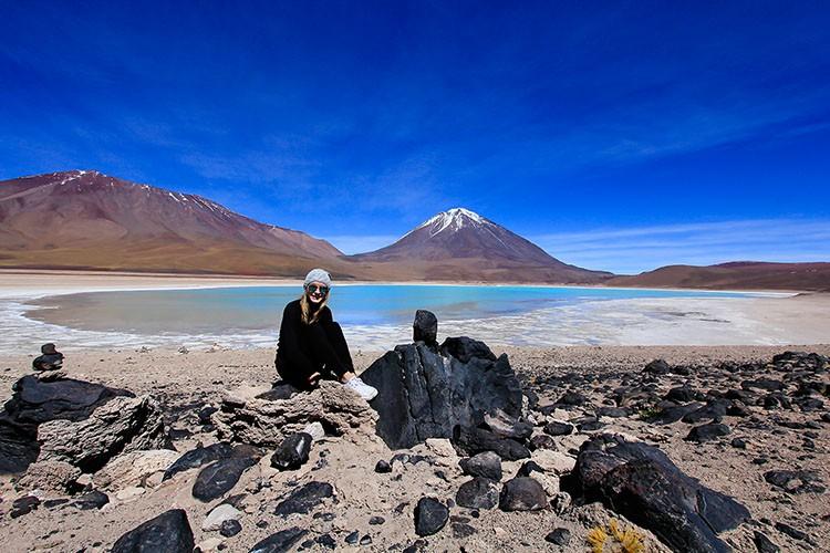 Laguna Verde - Green Lagoon - Bolivia Salt Flats Tour - Wanderlusters