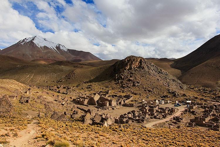 San Antonio de Lipez - Bolivia Salt Flats Tour - Wanderlusters