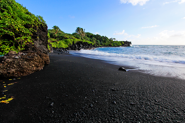 Black Sand Beach - Waianapanapa Park - Road to Hana - Maui Hawaii - Wanderlusters (750x500)