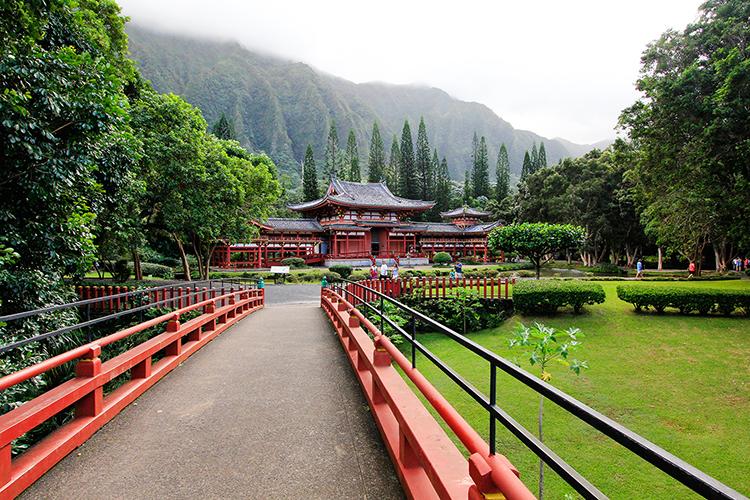 Byodo-in Temple - Oahu Hawaii - Wanderlusters (750x500)