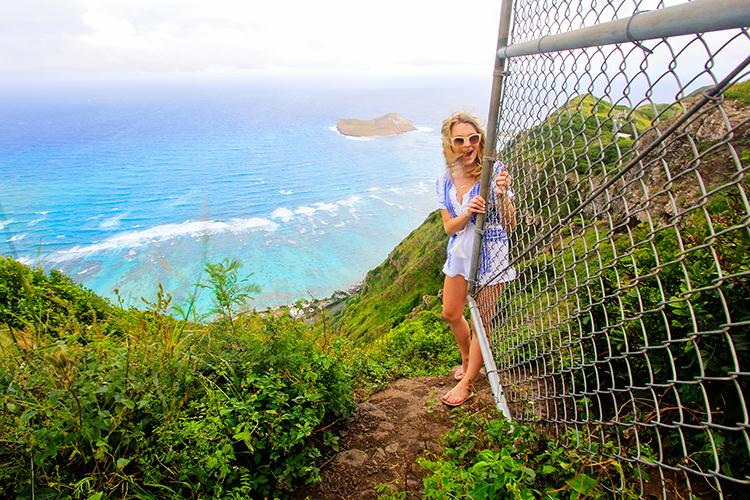 Dead Mans Cat Walk Fence - Oahu Hawaii - Wanderlusters (750x500)
