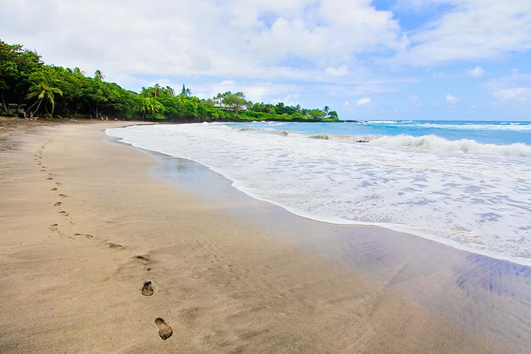 Hamoa Beach - Maui Hawaii - Wanderlusters (750x500)