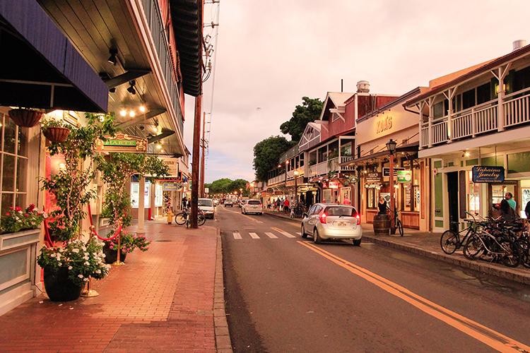 Lahaina Front Street - Maui Hawaii - Wanderlusters (750x500)
