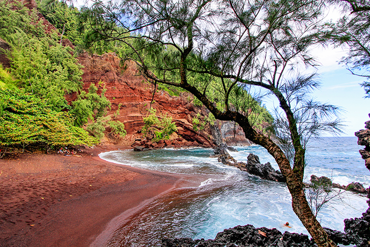 Red Sand Beach - Road to Hana - Hawaii - Wanderlusters (750x500)