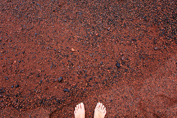 Red Sand - Red Sand Beach - Road to Hana - Maui Hawaii - Wanderlusters (750x500)