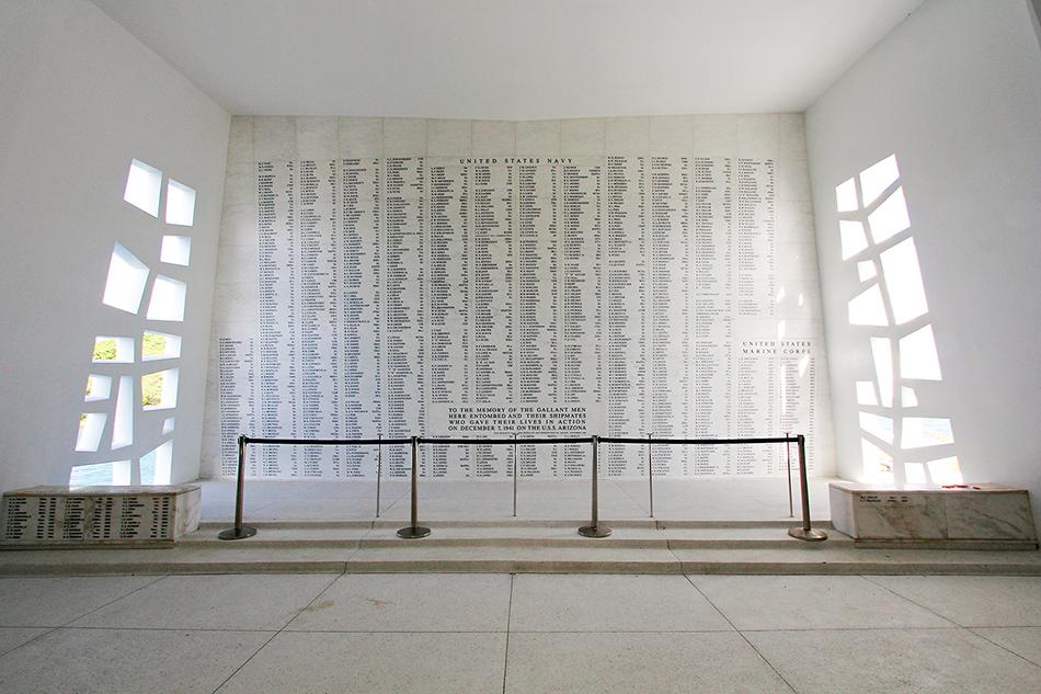 USS Arizona Memorial Wall - Pearl Harbor Oahu Hawaii - Wanderlusters (950x633)