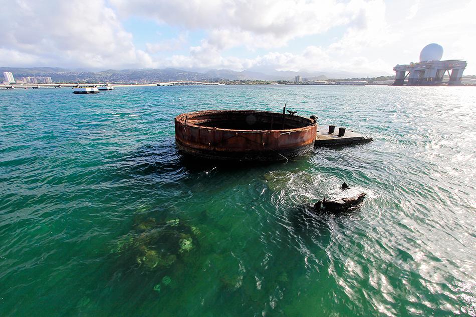 USS Arizona Remnants - Pearl Harbor - Oahu Hawaii - Wanderlusters (950x633)