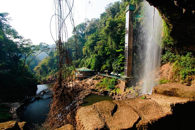 Dalat Waterfall - Happyland Vietnam - Wanderlusters (750x500)