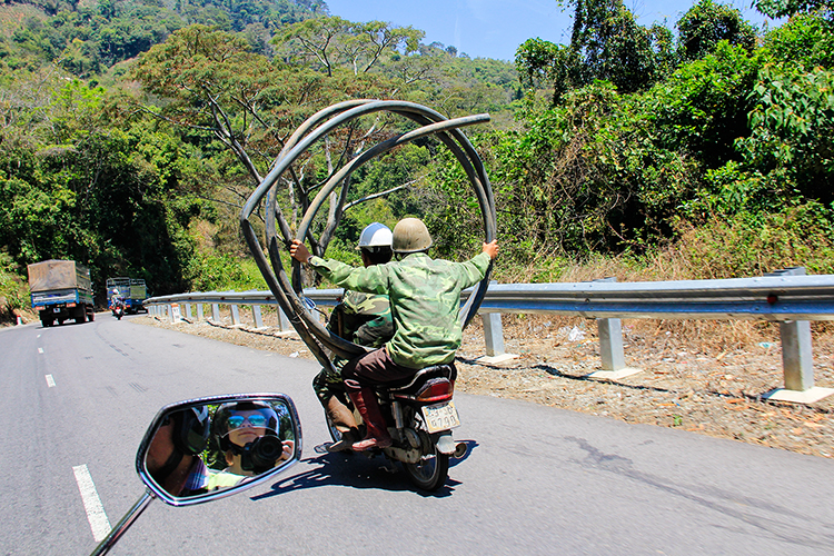 Driving in Dalat - Vietnam - Wanderlusters (750x500)