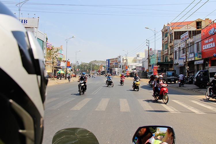 Traffic in Vietnam - Dalat Easy Riders Tour - Wanderlusters (750)