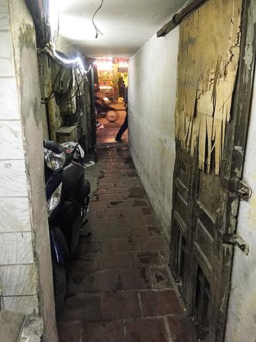 Vietnam Alleys - Hanoi - Wanderlusters