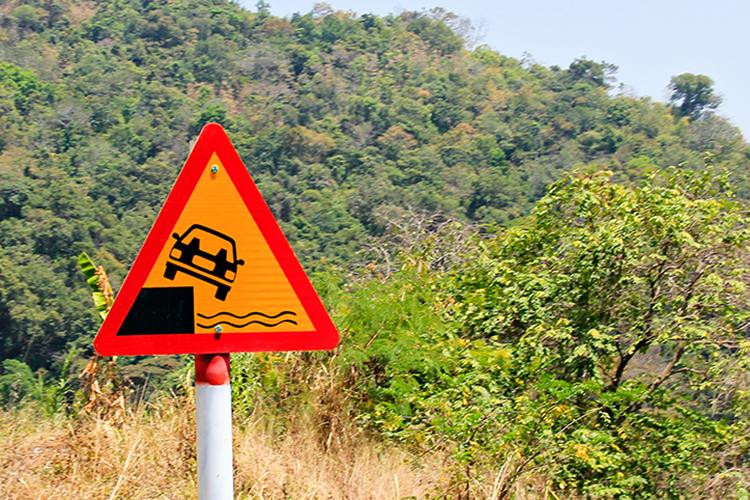 Vietnam Easy Riders Tour - Dalat Pass Sign - Wanderlusters