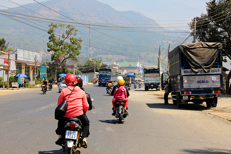 Vietnam Easy Riders Tour Driving in Traffic - Wanderlusters (750)
