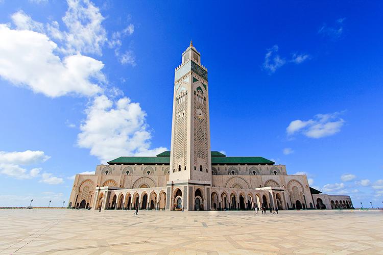 Hasil gambar untuk The Hassan II Mosque di Morocco